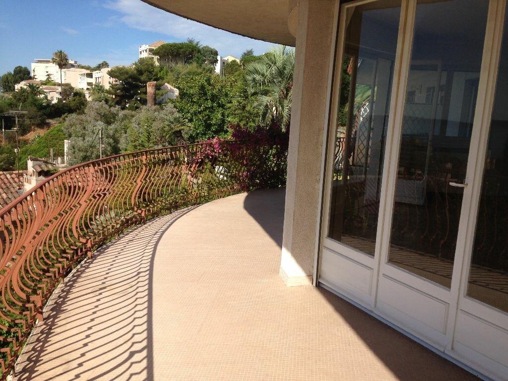 Location Appartement 3 pièces à Cannes - vignette-4