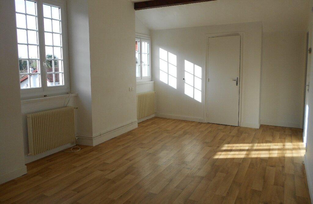 Location Appartement 1 pièce à Cambo-les-Bains - vignette-1