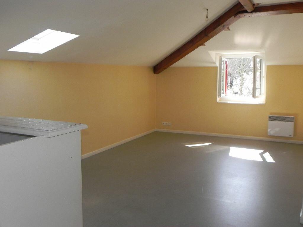 Location Appartement 3 pièces à Cambo-les-Bains - vignette-1