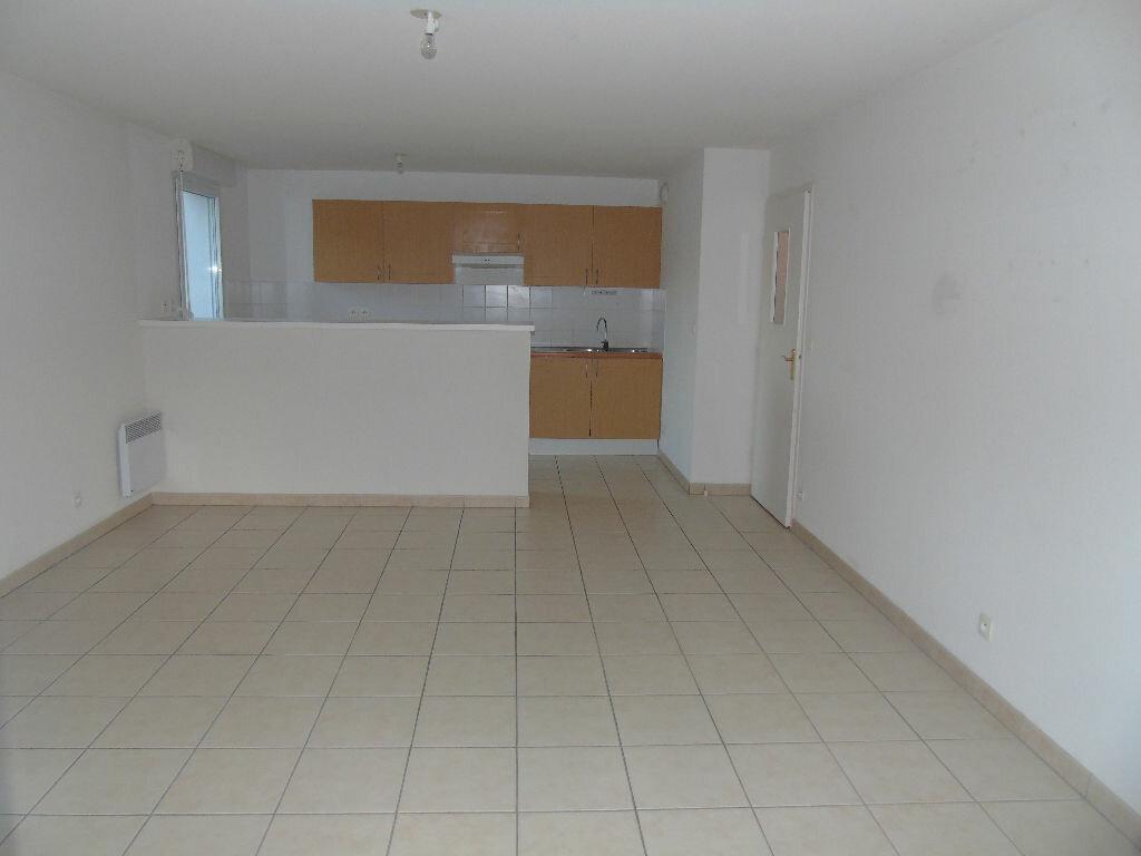 Achat Appartement 3 pièces à Cambo-les-Bains - vignette-3
