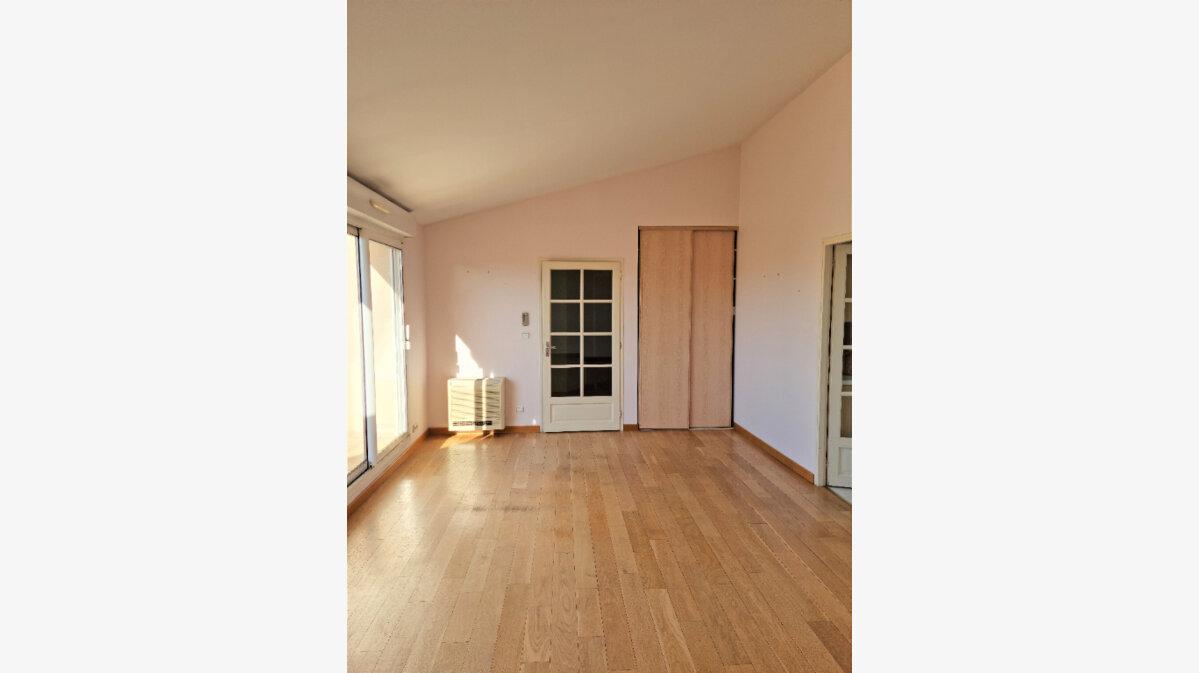 Location Appartement 4 pièces à Albi - vignette-4