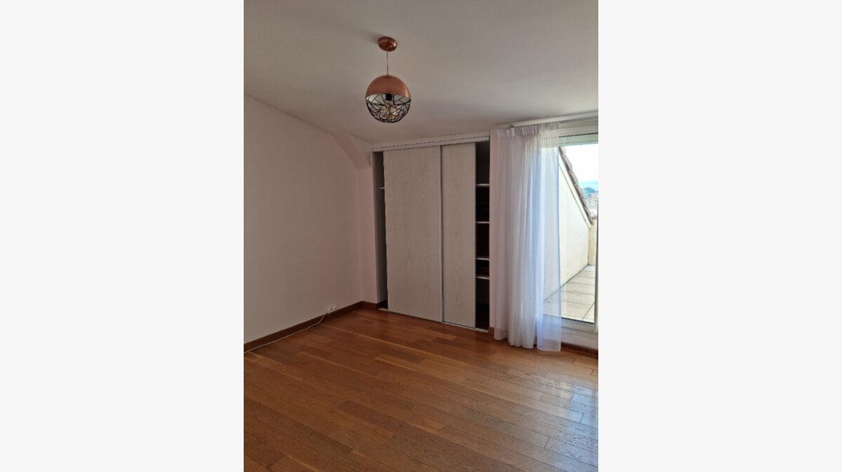 Location Appartement 4 pièces à Albi - vignette-5