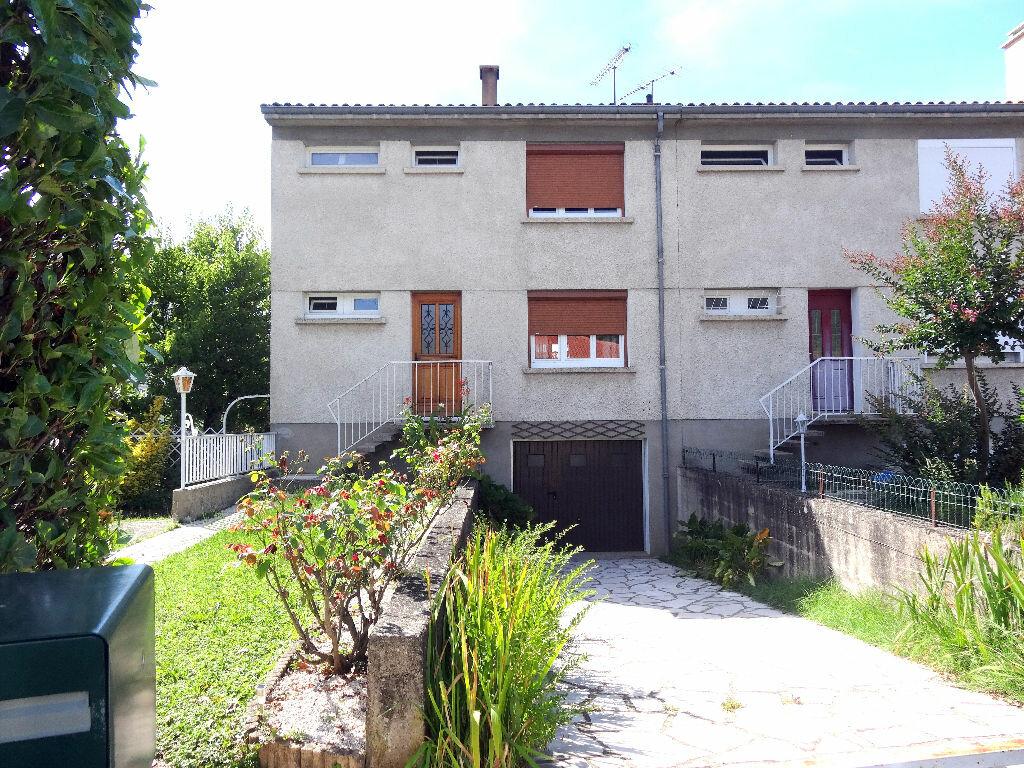 Location Maison 4 pièces à Saint-Juéry - vignette-1