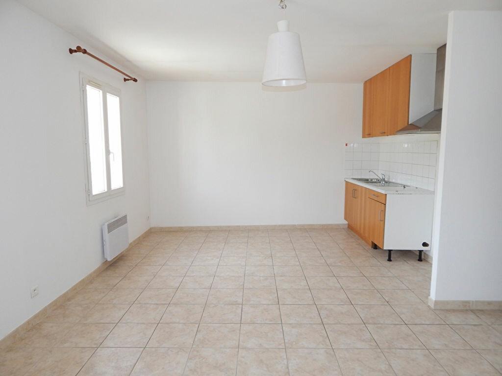 Location Appartement 3 pièces à La Fare-les-Oliviers - vignette-1