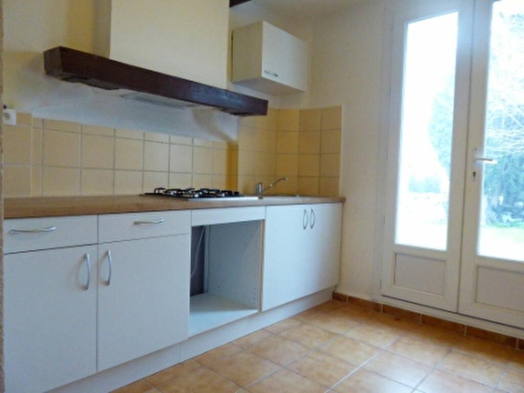 Location Appartement 2 pièces à Saint-Chamas - vignette-1
