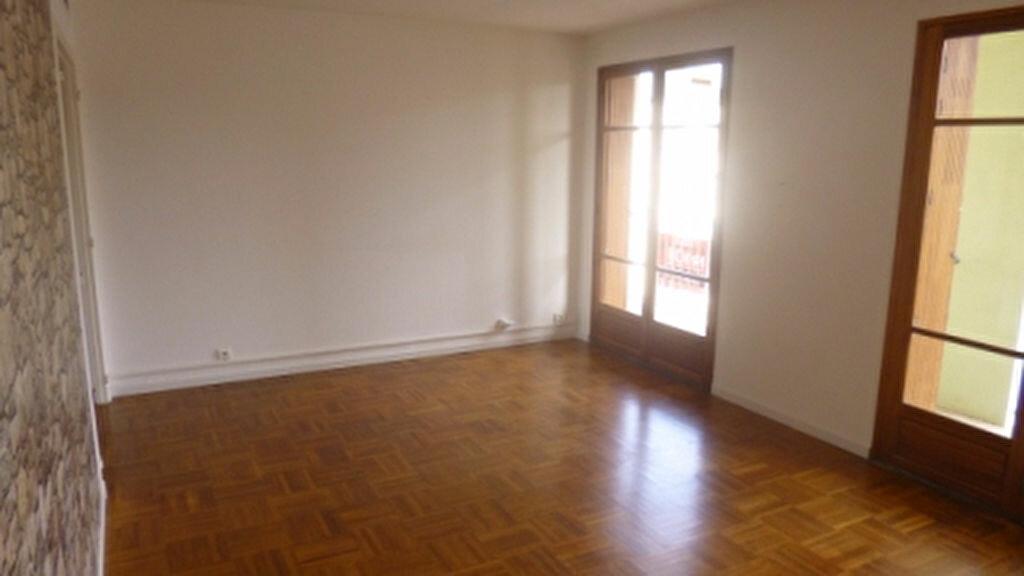 Location Appartement 4 pièces à Salon-de-Provence - vignette-1