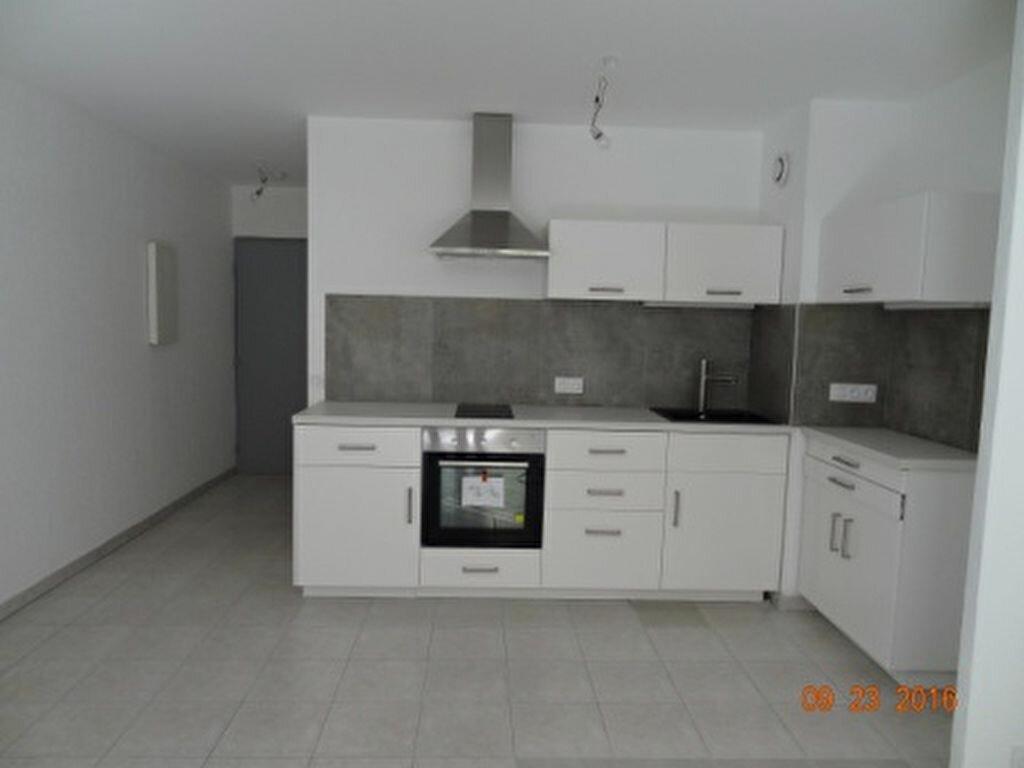 Location Appartement 2 pièces à Salon-de-Provence - vignette-1