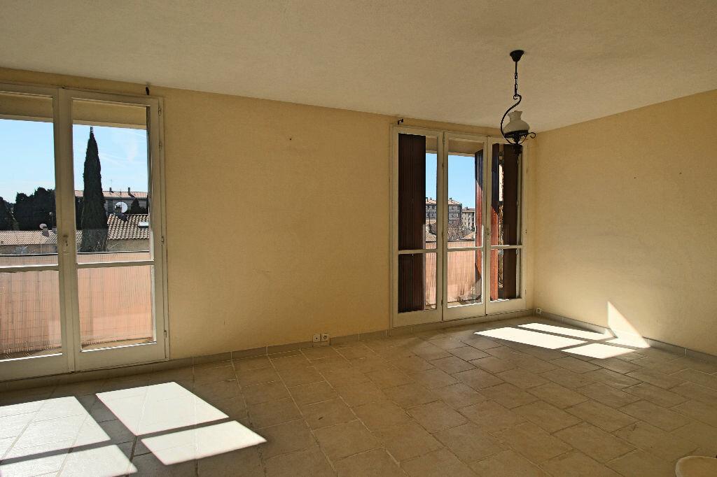 Achat Appartement 3 pièces à Salon-de-Provence - vignette-3