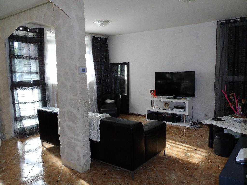 Achat Appartement 5 pièces à Salon-de-Provence - vignette-1