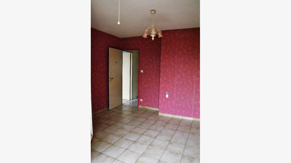 Achat Maison 5 pièces à Saint-Martin-de-Crau - vignette-3