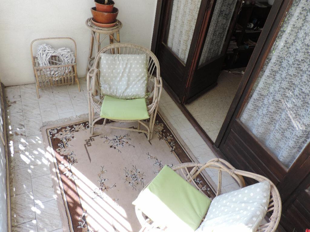 Achat Appartement 2 pièces à Saint-Martin-de-Crau - vignette-3