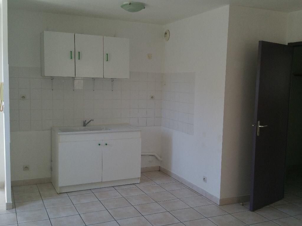 Location Appartement 3 pièces à Miramas - vignette-1