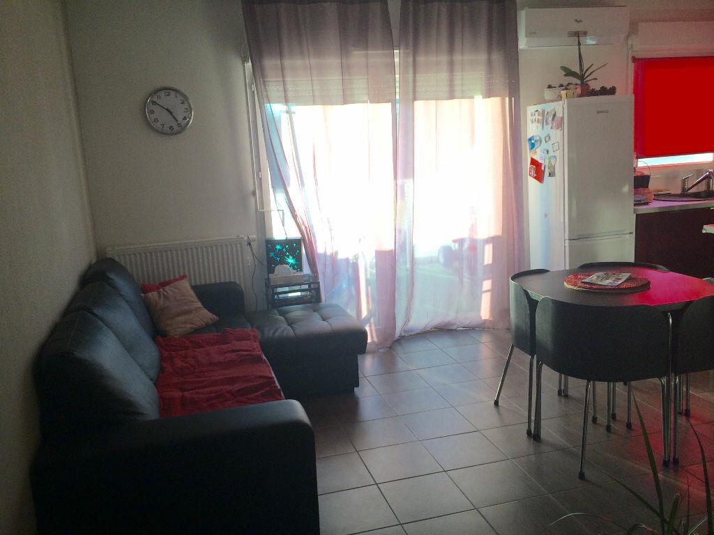 Achat Appartement 3 pièces à Saint-Martin-de-Crau - vignette-2
