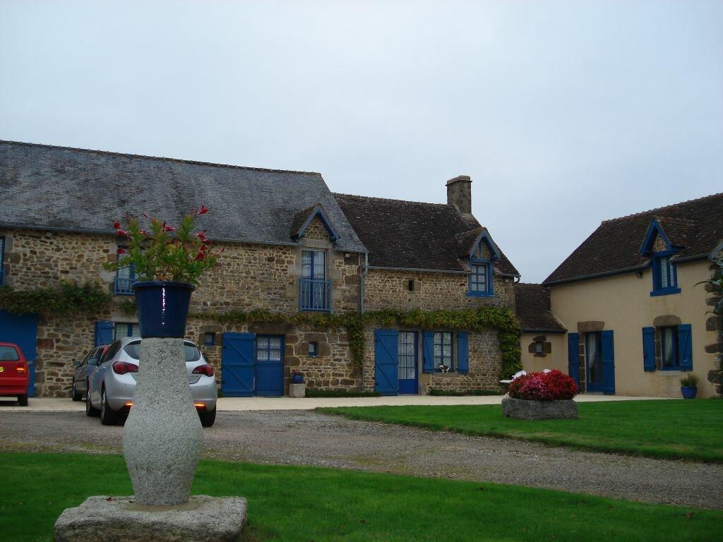 Achat Maison 9 pièces à Saint-Léonard-des-Bois - vignette-1