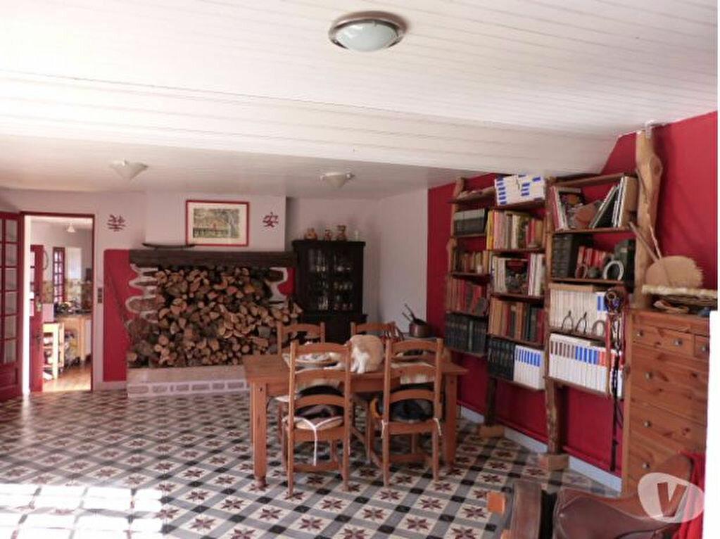 Achat Maison 5 pièces à Saint-Léonard-des-Bois - vignette-11