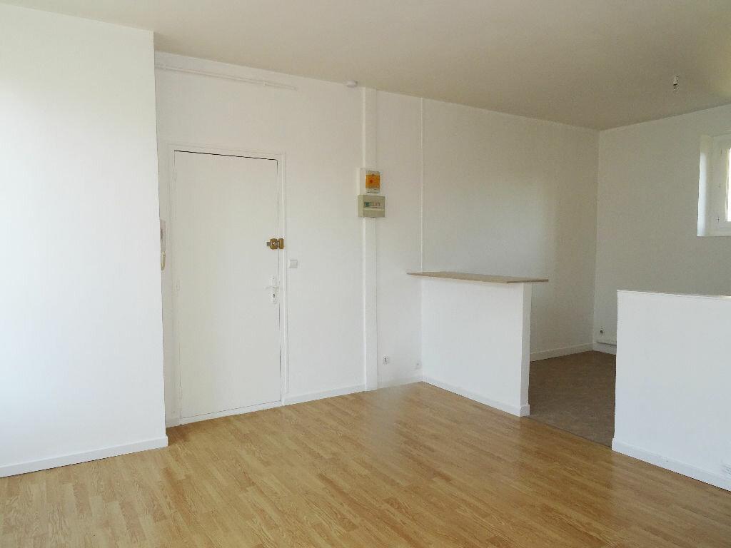 Location Appartement 3 pièces à Montlivault - vignette-1