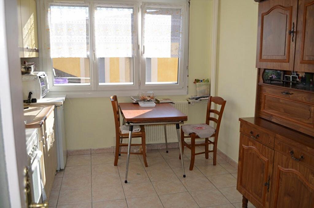 Achat Appartement 3 pièces à Roanne - vignette-3