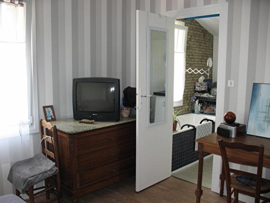 Achat Maison 9 pièces à Mornac-sur-Seudre - vignette-12