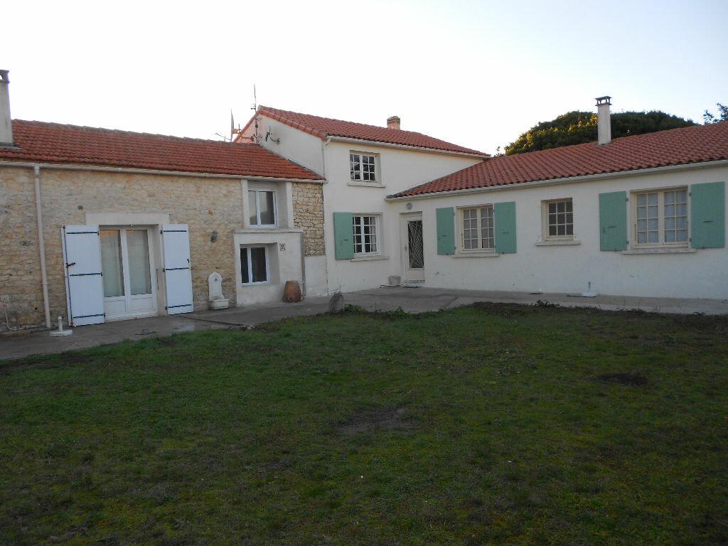 Achat Maison 9 pièces à Saint-Pierre-d'Oléron - vignette-1