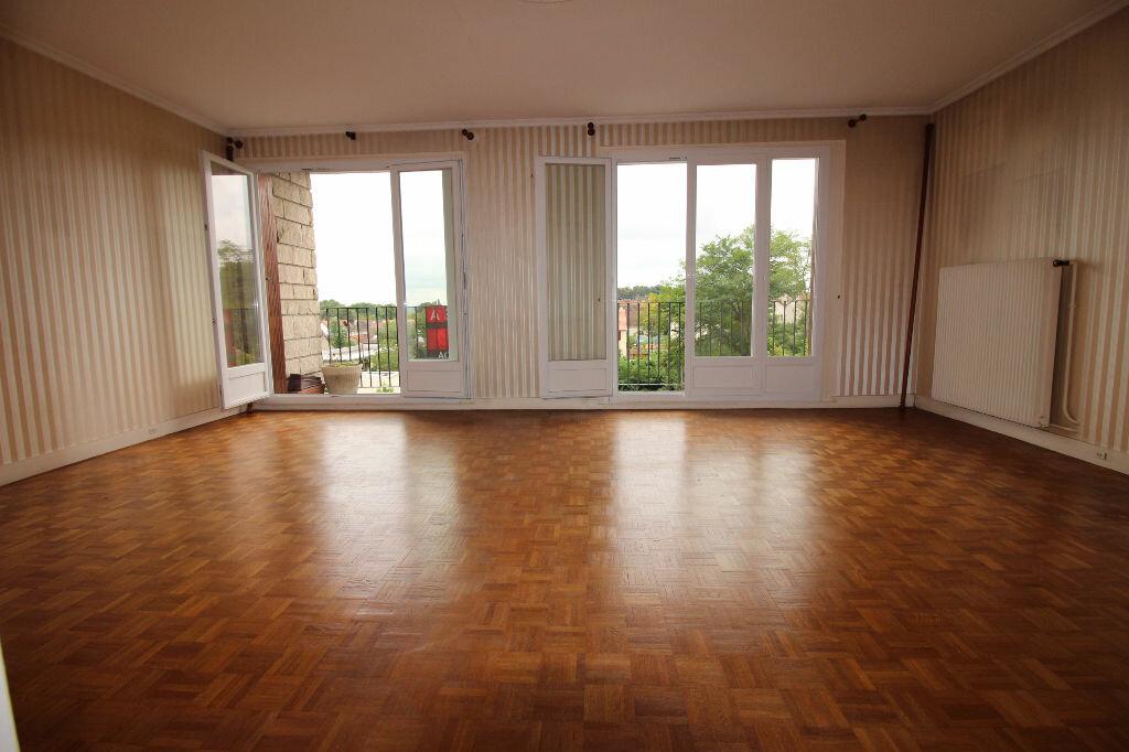 Achat Appartement 6 pièces à Viry-Châtillon - vignette-1