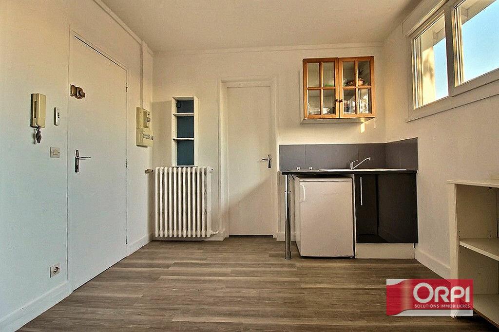 Achat Appartement 1 pièce à Viry-Châtillon - vignette-1