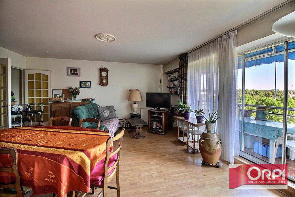 Achat Appartement 4 pièces à Viry-Châtillon - vignette-3