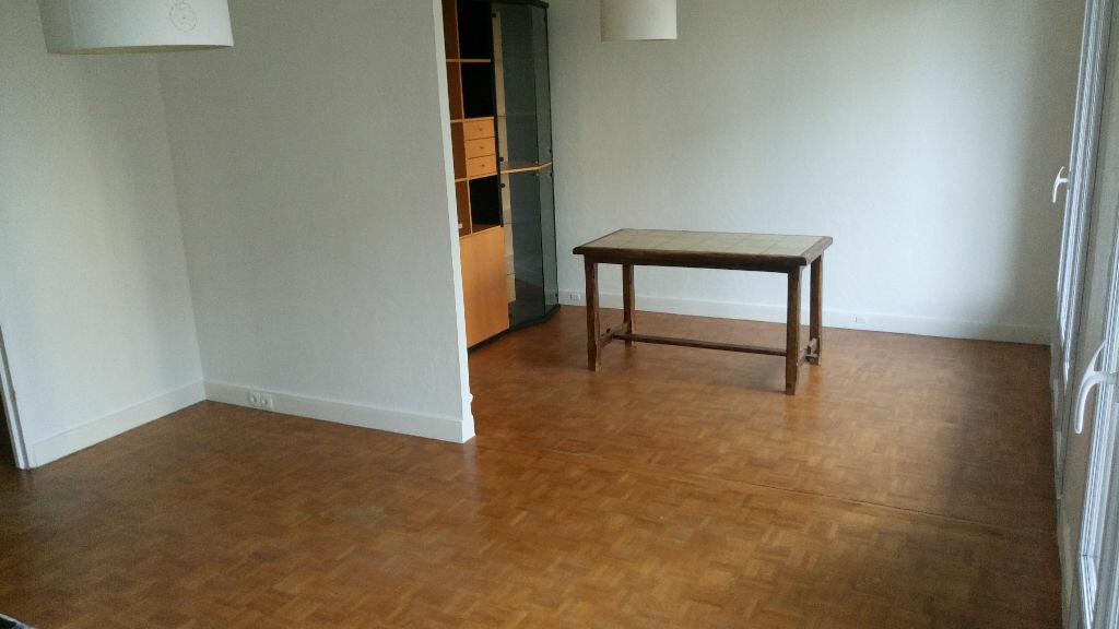 Location Appartement 4 pièces à Viry-Châtillon - vignette-1