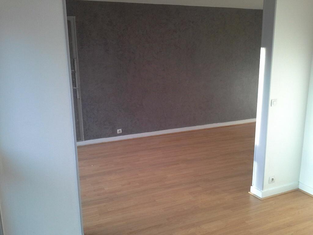 Location Appartement 4 pièces à Grigny - vignette-1
