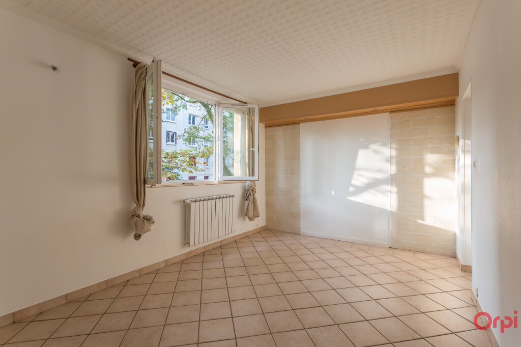 Location Appartement 3 pièces à Sainte-Geneviève-des-Bois - vignette-1