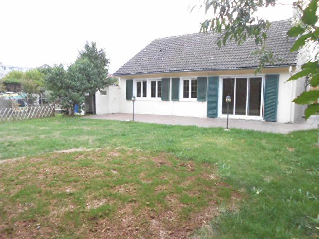 Location Maison 6 pièces à Breuillet - vignette-1