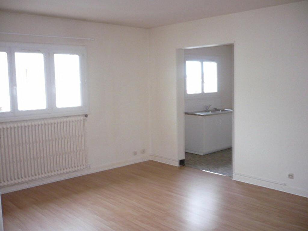Location Appartement 2 pièces à Sainte-Geneviève-des-Bois - vignette-1