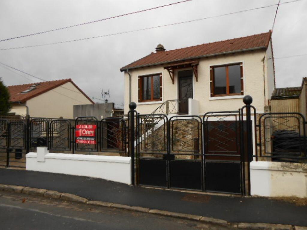 Location Maison 3 pièces à Sainte-Geneviève-des-Bois - vignette-1