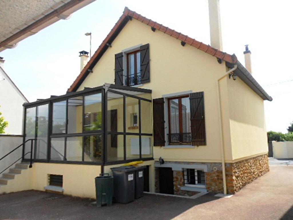 Location Maison 5 pièces à La Ville-du-Bois - vignette-1