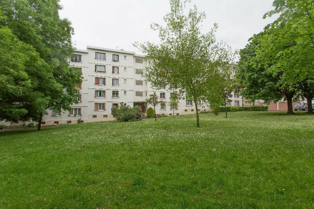 Achat Appartement 4 pièces à Sainte-Geneviève-des-Bois - vignette-11
