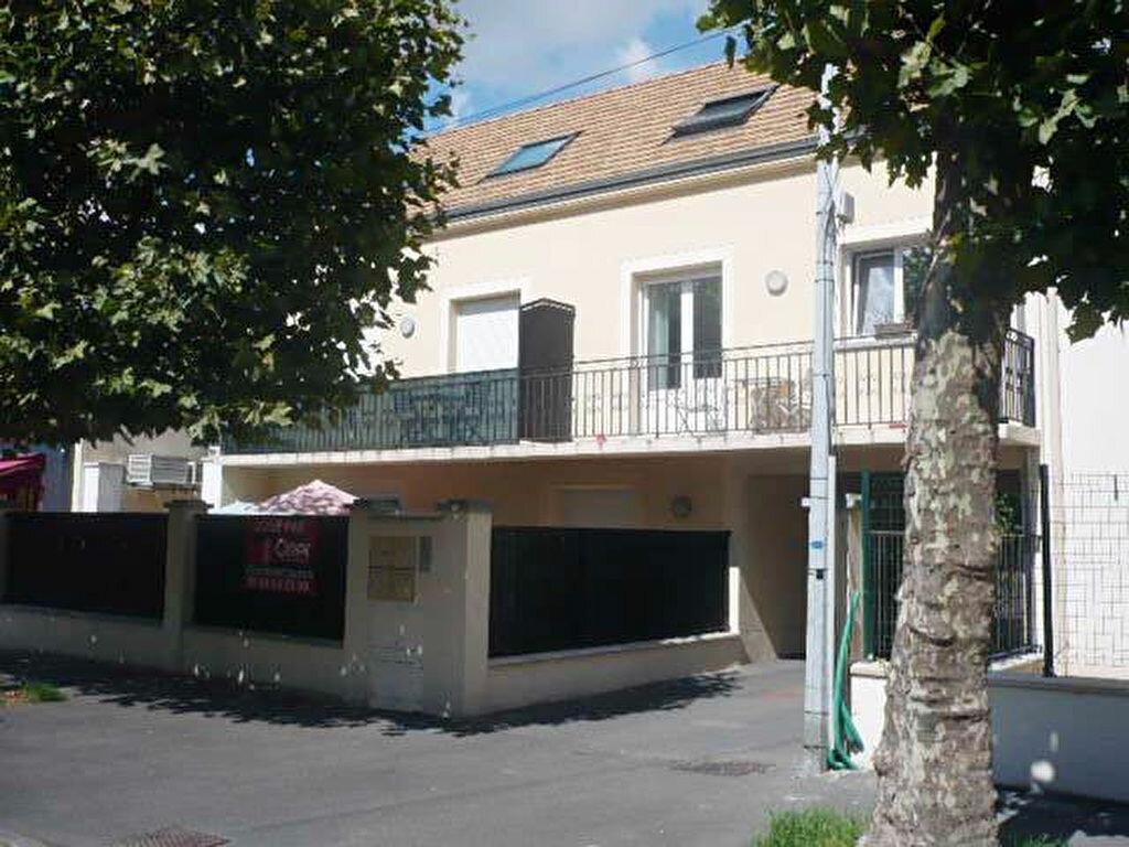 Location Appartement 1 pièce à Sainte-Geneviève-des-Bois - vignette-1