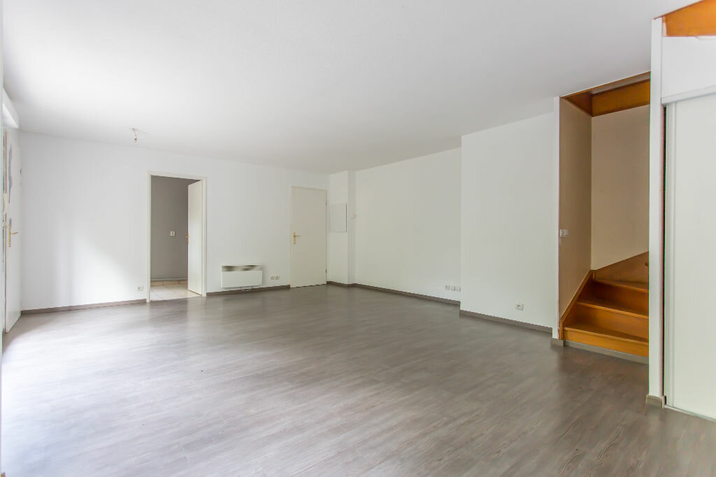 Achat Appartement 4 pièces à Sainte-Geneviève-des-Bois - vignette-3