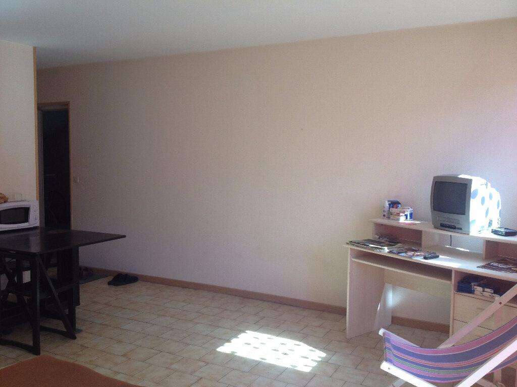 Achat Appartement 1 pièce à Notre-Dame-de-Sanilhac - vignette-2