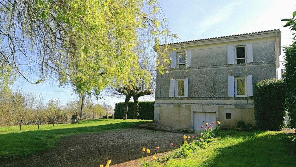 Location Maison 5 pièces à Vallereuil - vignette-1