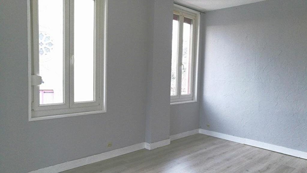 Location Appartement 2 pièces à Razac-sur-l'Isle - vignette-1
