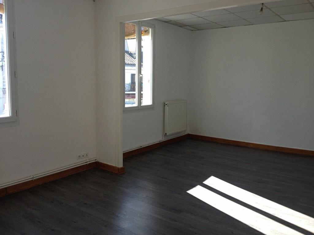 Location Appartement 3 pièces à Saint-Astier - vignette-1