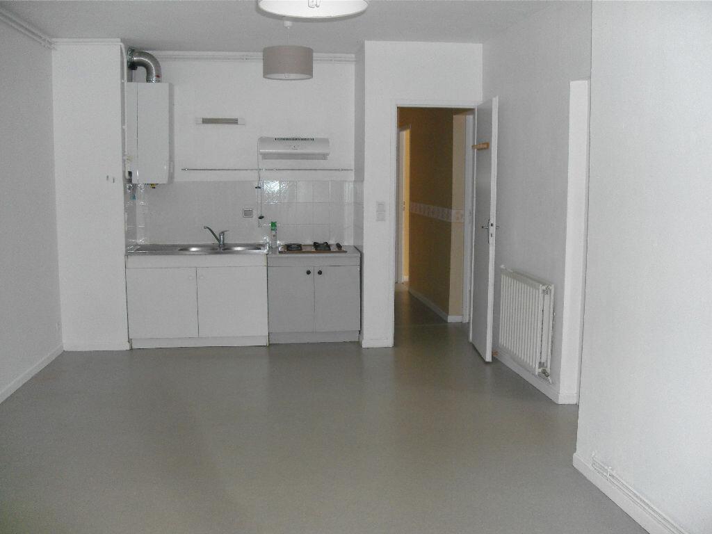 Location Appartement 4 pièces à Nay - vignette-1