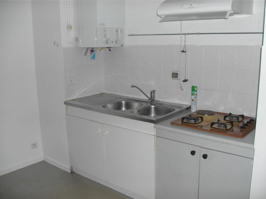 Location Appartement 4 pièces à Nay - vignette-2
