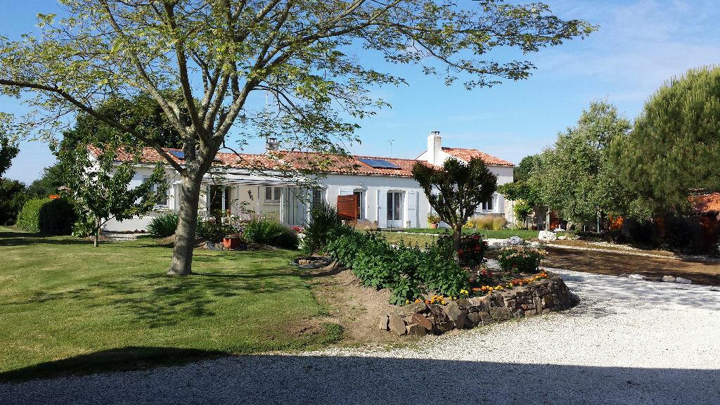 Location Maison 4 pièces à Olonne-sur-Mer - vignette-1