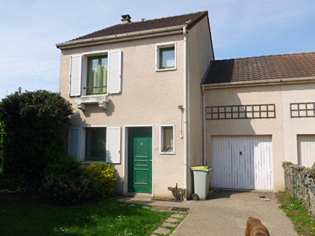 Location Maison 4 pièces à Élancourt - vignette-1