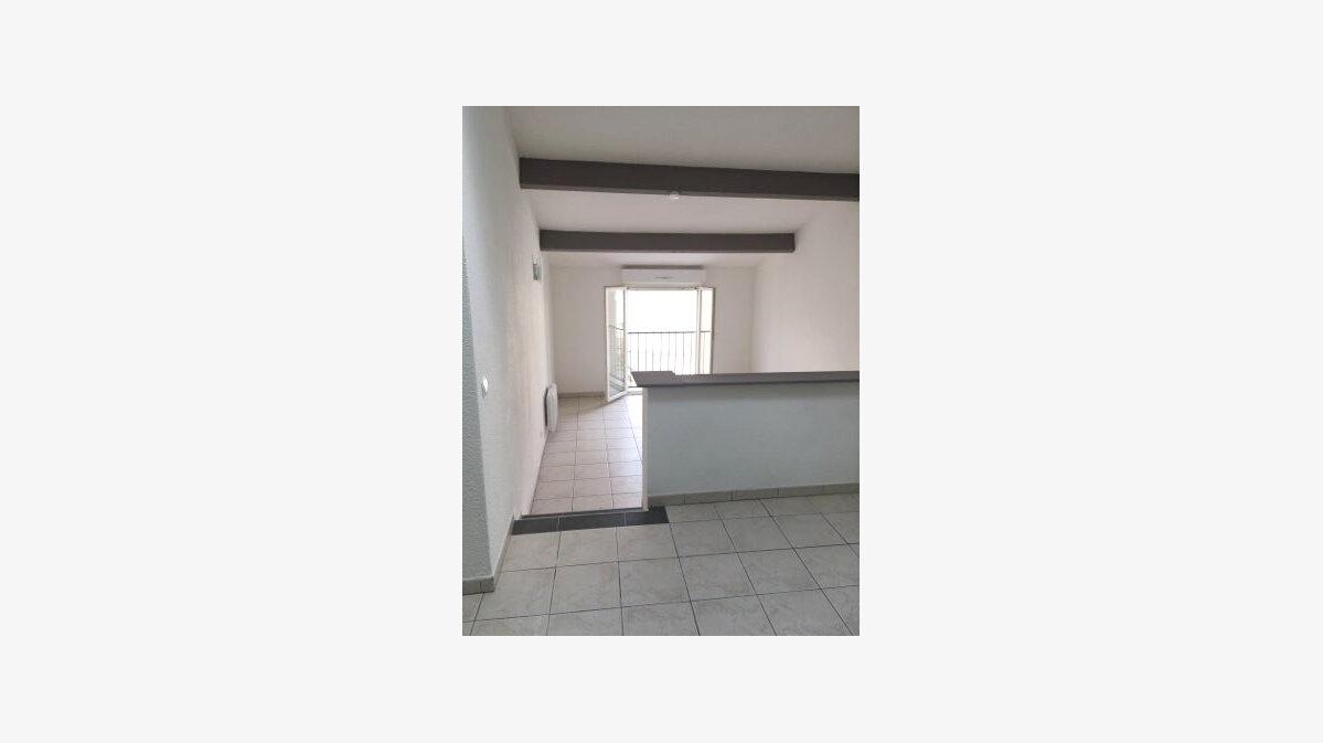 Location Appartement 1 pièce à Saint-Brès - vignette-2