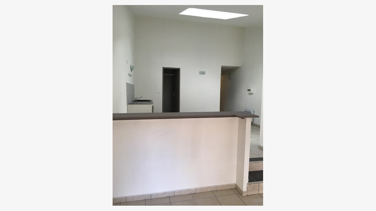 Location Appartement 1 pièce à Saint-Brès - vignette-3