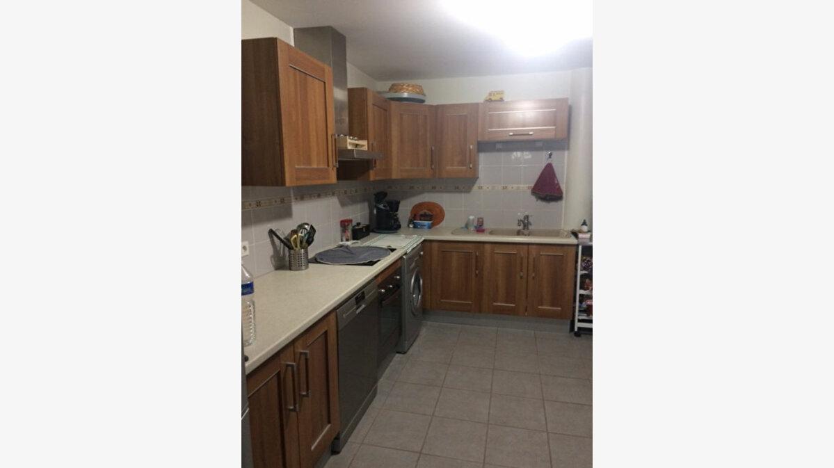 Location Appartement 3 pièces à Saint-Christol - vignette-1