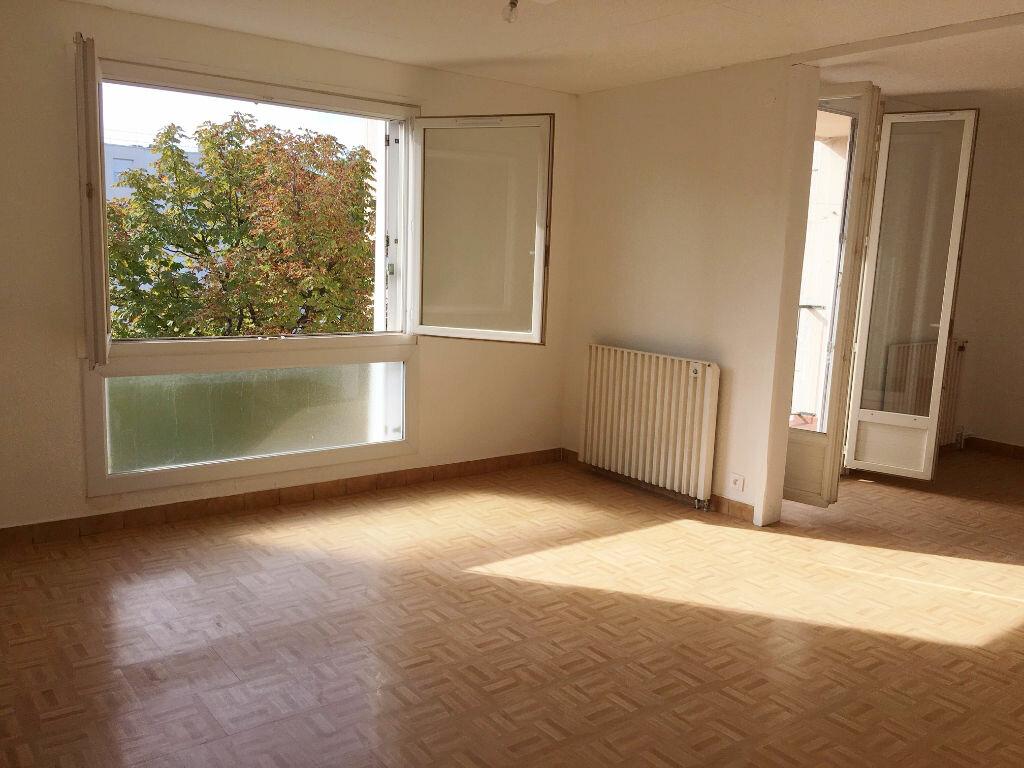 Achat Appartement 4 pièces à Vauvert - vignette-1