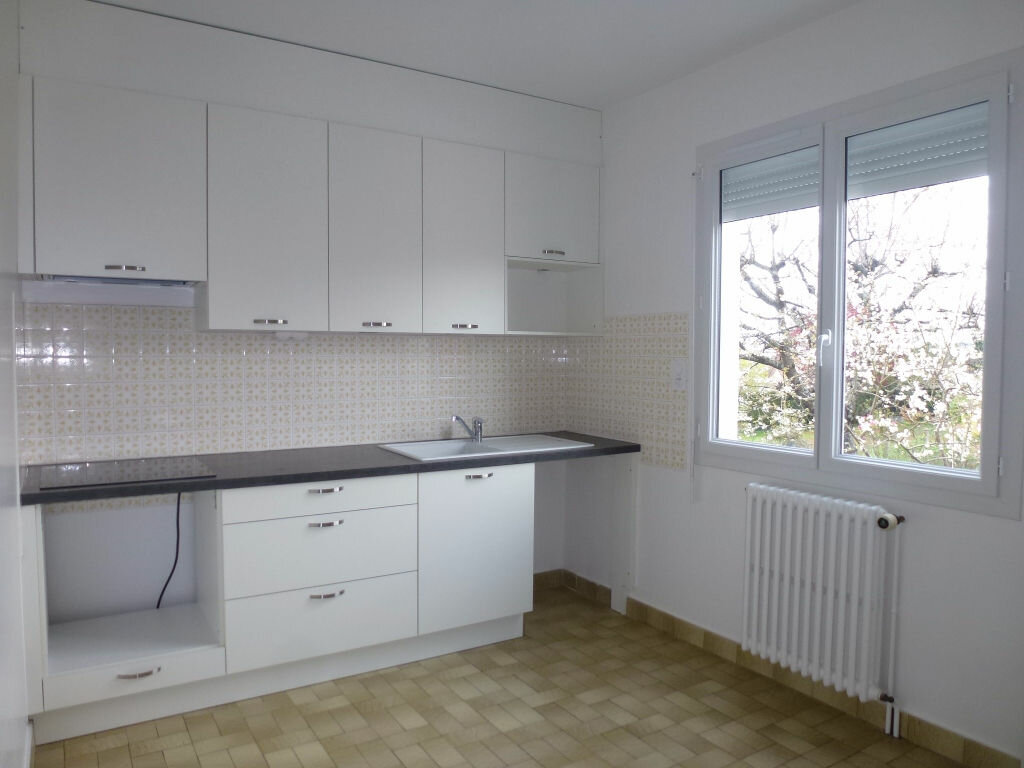 Location Appartement 4 pièces à Panazol - vignette-1