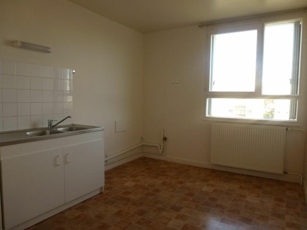 Location Appartement 4 pièces à Limoges - vignette-3